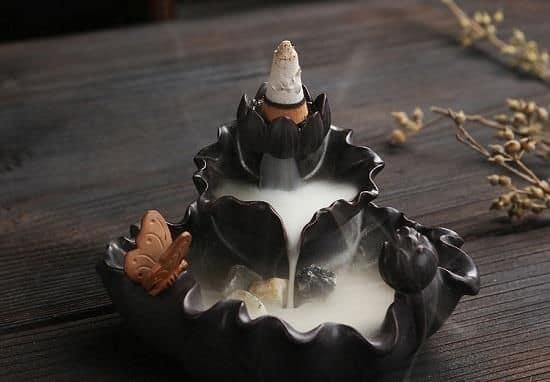 xông nhà bằng trầm hương